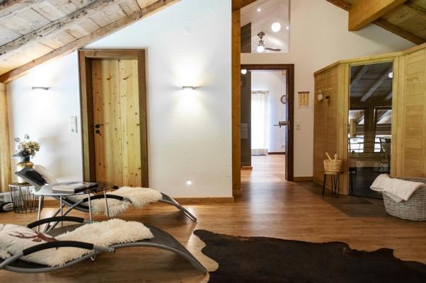 Aufenthaltsraum im Obergeschoss mit Sauna