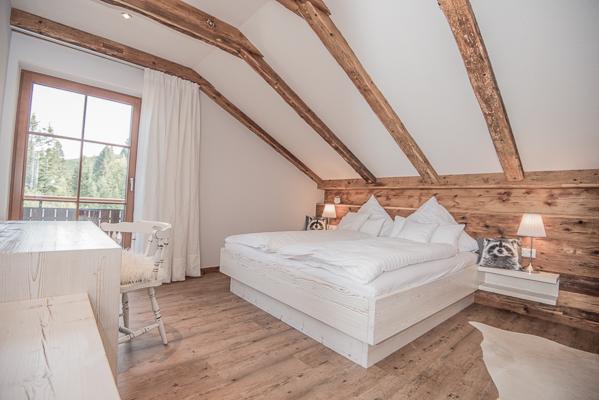 Schlafzimmer 1 mit Doppelbett und Zusatzbett , Obergeschoss