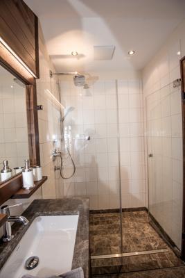 Duschbad und Zusatztoilette, Obergeschoss