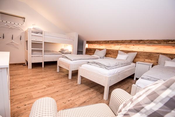 Zimmer mit 5 Betten, Obergeschoss ( im Plan als Ruheraum bezeichnet)